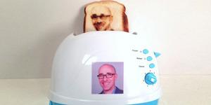 Alat Pemanggang ini Bisa Cetak Foto Selfie di Roti Bakar