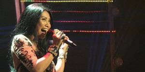 Anggun C Sasmi Memukau Lewat Gaun Transparan di Final IGT 2014
