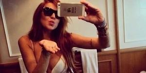 Foto Bikini Selfie Seksi Lindsay Lohan