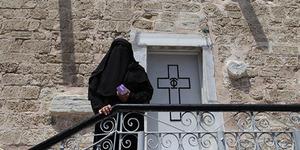 Muslim Palestina Mengungsi di Gereja