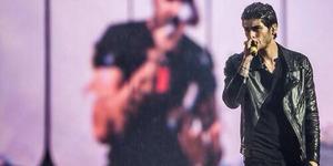 Diguyur Hujan, Zayn Malik One Direction Tetap Bernyanyi di Atas Panggung