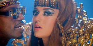 Lagu Katy Perry Dark Horse Jiplak Flame Joyful Noise?