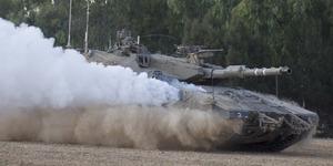 Pejuang Palestina Hancurkan Tank Israel