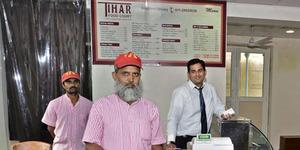 Restoran India dengan Pelayan Narapidana