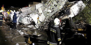 Pesawat TransAsia Tabrak Gedung di Taiwan, 47 Penumpang Tewas