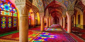 Pesona Kecantikan Masjid Nasir Al Mulk di Iran