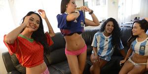 Siarkan Piala Dunia 2014, Presenter Wanita Venezuela Tampil Bugil
