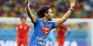 Superman Terobos Pertandingan Belgia vs Amerika Serikat