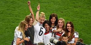 WAGs Cantik dan Seksi Jerman Ikut Rayakan Kemenangan