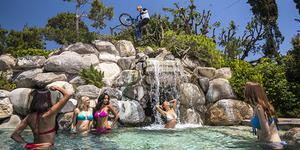 Aksi Sepeda Danny MacAskill di Playboy Mansion