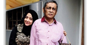 Sang Ayah Menangis Lihat Foto Bugil Dewi Perssik