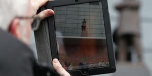 iPad 'Haram' Masuk Stadion Old Trafford