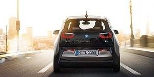Kehebatan BMW i3 Bisa Parkir Sendiri
