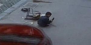 Terlindas Mobil SUV, Bocah China ini Selamat