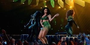 Nicki Minaj Suguhkan Adegan Seks di MTV VMA 2014