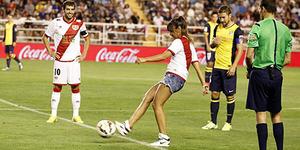Pesona Kick Off Presenter Cantik Cristina Pedroche di Atletico Madrid vs Vallecano