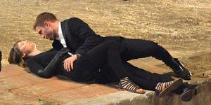 Adegan Ciuman Robert Pattinson Cium - Mia Wasikowska di Maps to The Stars