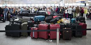 Ratusan Koper Tertinggal di Bandara Dijual