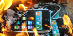 Sebuah iPhone Tiba-Tiba Terbakar di Pesawat
