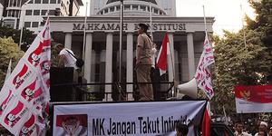 Simpatisan Prabowo Ancam Bakar Istana Merdeka