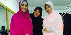 Dewi Perssik Pakai Hijab Syar'i Kado dari Oki Setiana Dewi