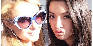Foto Selfie Raline Shah Bareng Paris Hilton