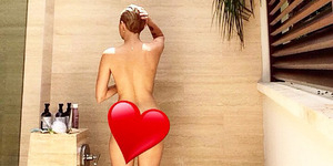 Foto Bugil Miley Cyrus Pamer Saat Mandi