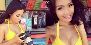 Model Seksi Aurora Lessa Jadi Jurnalis di Jokowi Adalah Kita