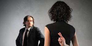 8 Kebohongan Wanita Untuk Menyenangkan Hati Pasangan
