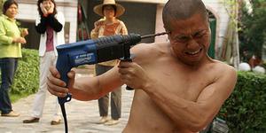 Video: Aksi Biksu Shaolin Tak Mempan Ditembus Bor