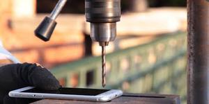 Cara Ekstrem Atasi iPhone 6 Bengkok