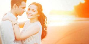 First Kiss Raffi Ahmad-Nagita Slavina di Dalam Mobil