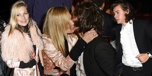 Foto Kate Moss Cium Mesra Harry Styles di London