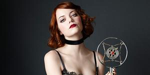 Foto Seksi Emma Stone di Pentas Broadway 'Cabaret'