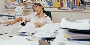 Meja Kerja Kotor Tanda Karyawan Betah di Kantor