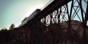 Kereta Tabrak 3 Orang yang Sedang Ambil Foto Rel, 1 Orang Tewas
