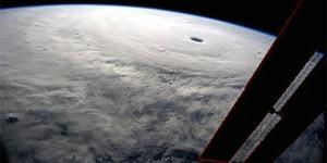 Mata Taifun ke-19 Tertangkap Kamera Astronot Reid Wiseman