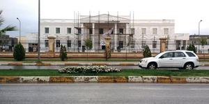 Orang Kaya di Irak Bangun Rumah Mirip Gedung Putih