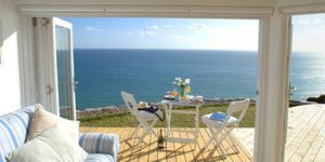 Tinggal Dekat Pantai Bikin Hidup Lebih Bahagia?
