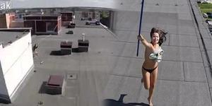 Video Wanita Bugil Mengamuk karena Diintip Drone