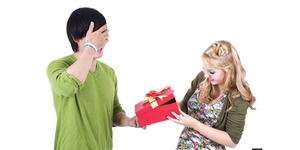 5 Mitos Tentang Kado Untuk Pasangan