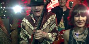 Carlos Santana Pakai Batik di Video Klip Saideira