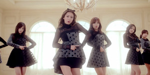 Comeback, A Pink Tampil Mellow di MV Luv