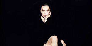 Angelina Jolie Pamer Kaki Jenjang Seksi di Majalah Interview