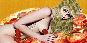 Foto Bugil Miley Cyrus di Atas Seporsi Pizza