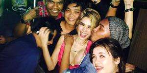 Foto Nikita Mirzani Tampil Hot dan Seksi Saat Pesta