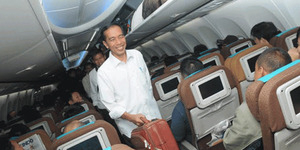 Jokowi Hadiri Wisuda Kaesang Di Singapura Naik Pesawat Ekonomi