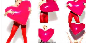 Miley Cyrus Kembali Bugil Di Golden Lady