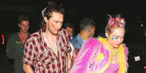 Miley Cyrus Topless di Pesta Ultah ke-22 Bareng Patrick Schwarzenegger