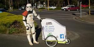 Scott Loxley, Pria Berkostum Stormtrooper Jalan Kaki 15.000 km Demi Amal